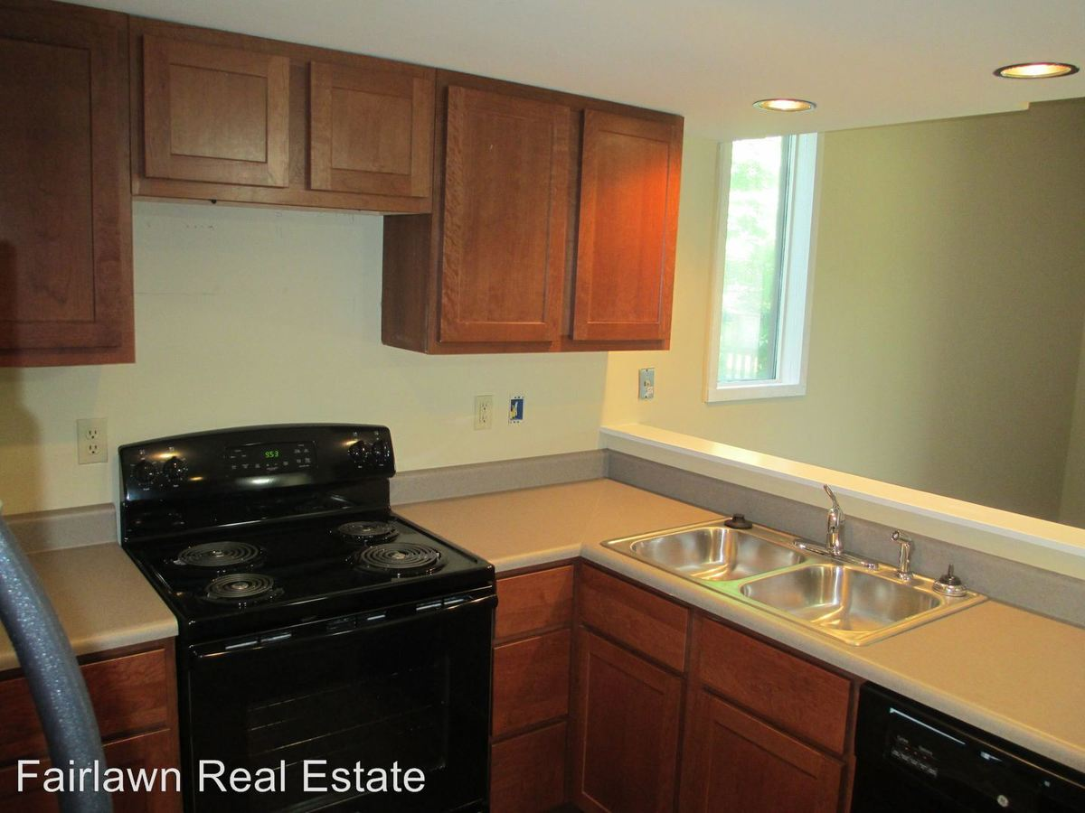 2 Bedrooms 1 Bathroom Apartment for rent at 300 E Fairlawn St in Urbana, IL