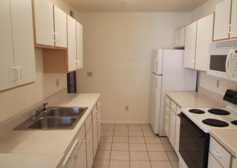 Apartments Near University of Illinois 505 E. Stoughton St for University of Illinois Students in Champaign, IL