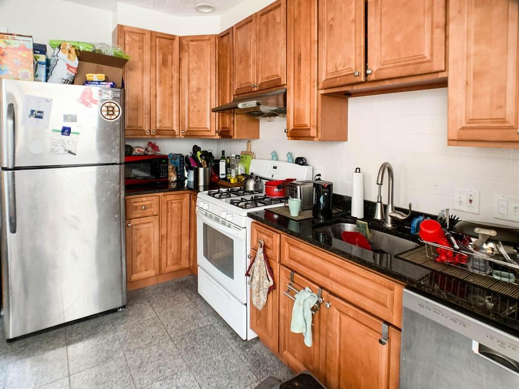 4 Bedrooms 1 Bathroom Apartment for rent at 127 Cedar St in Boston, MA