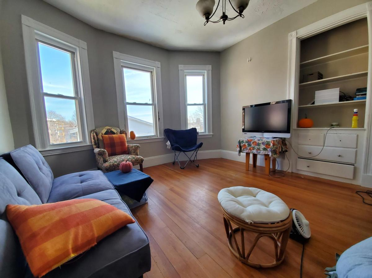 4 Bedrooms 1 Bathroom Apartment for rent at 83 Wensley Street in Boston, MA