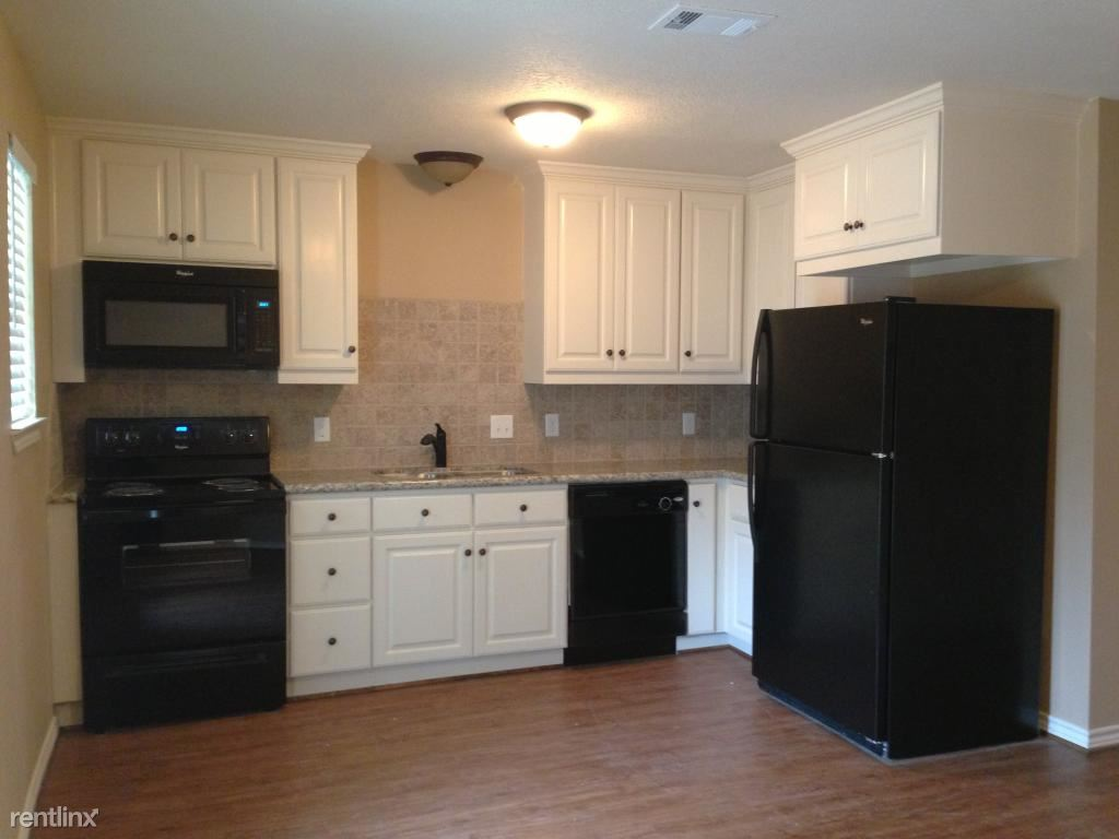 3 Bedrooms 2 Bathrooms Apartment for rent at 3916 Harvey Rd in College Station, TX