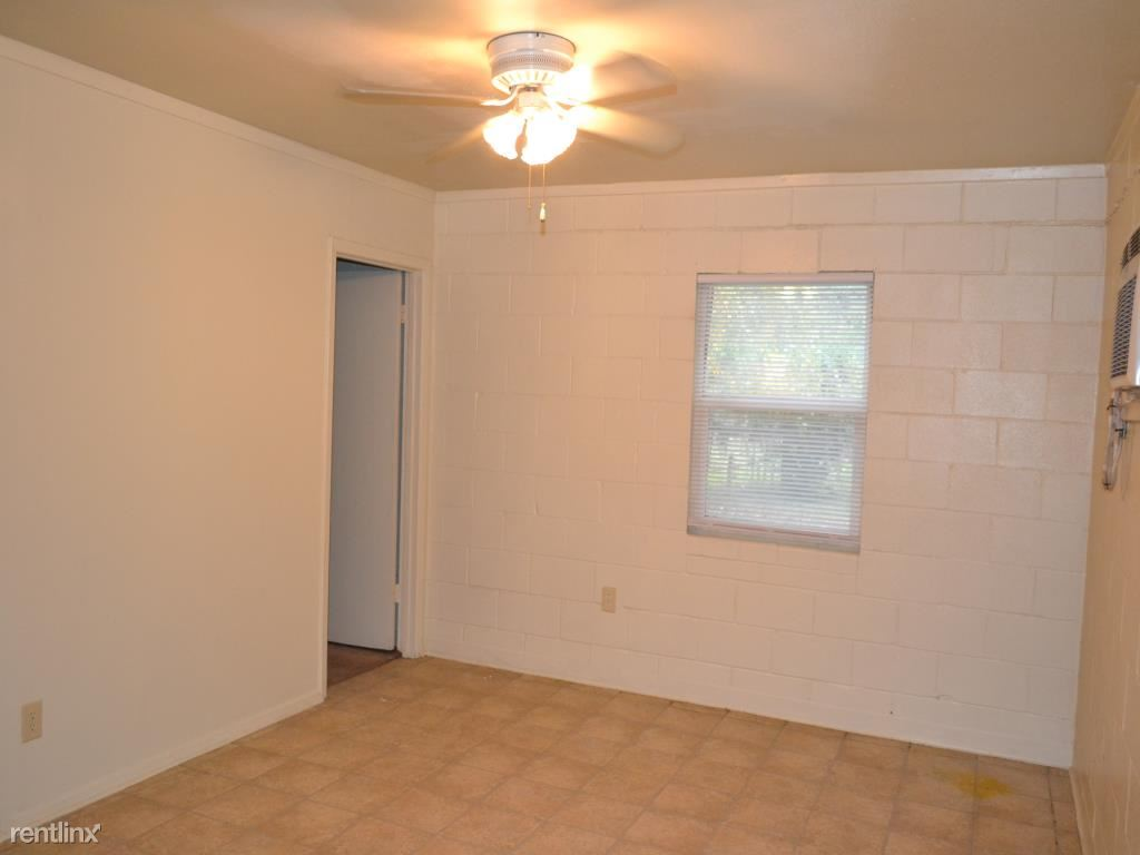 1 Bedroom 1 Bathroom Apartment for rent at 601 Foch St in Bryan, TX