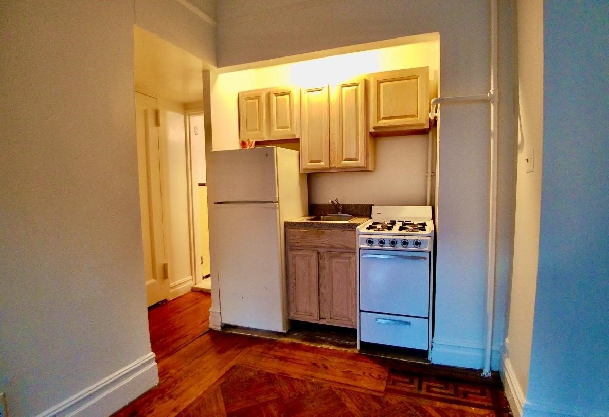 Studio 1 Bathroom Apartment for rent at 936 West End Ave in New York, NY