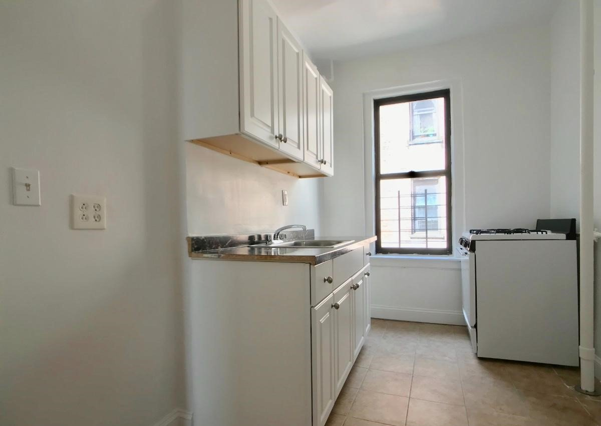 2 Bedrooms 1 Bathroom Apartment for rent at 540 Fort Washington Ave. in New York, NY