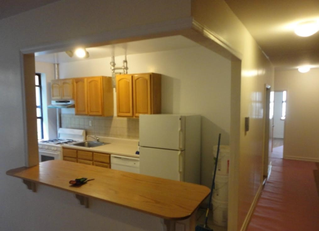 4 Bedrooms 1 Bathroom Apartment for rent at 715 West 172ns St in New York, NY