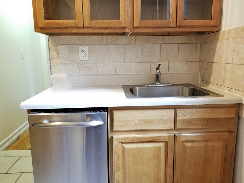 4 Bedrooms 1 Bathroom Apartment for rent at 715 West 172Nd St in New York, NY