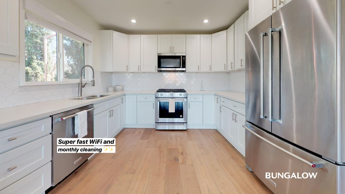 Private Room In Spacious Glassell Park Home With Amazing City Views