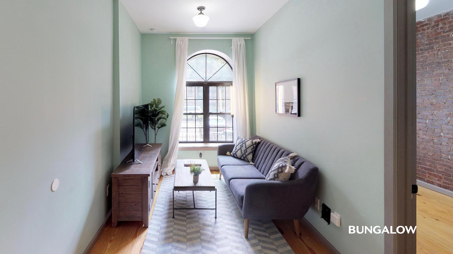 Room In Lively Harlem Duplex Near The Subway