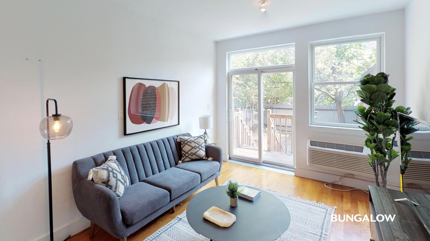 Private Room in Classic Williamsburg Unit With a Beautiful Backyard