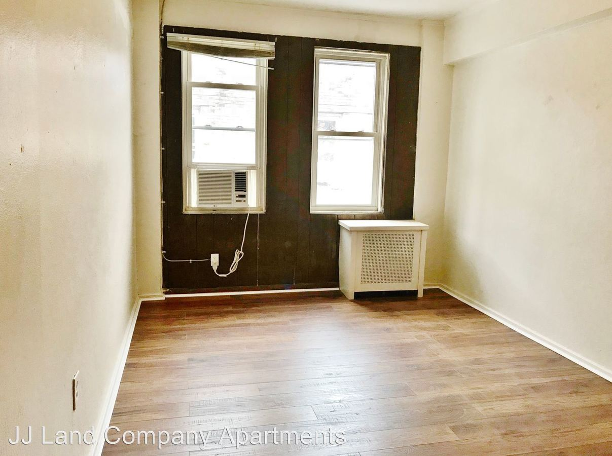 3 Bedrooms 1 Bathroom Apartment for rent at 1914 Murray Ave. in Pittsburgh, PA