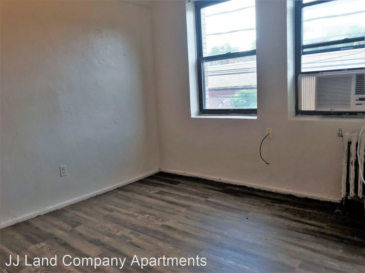 1 Bedroom 1 Bathroom Apartment for rent at 1914 Murray Ave. in Pittsburgh, PA