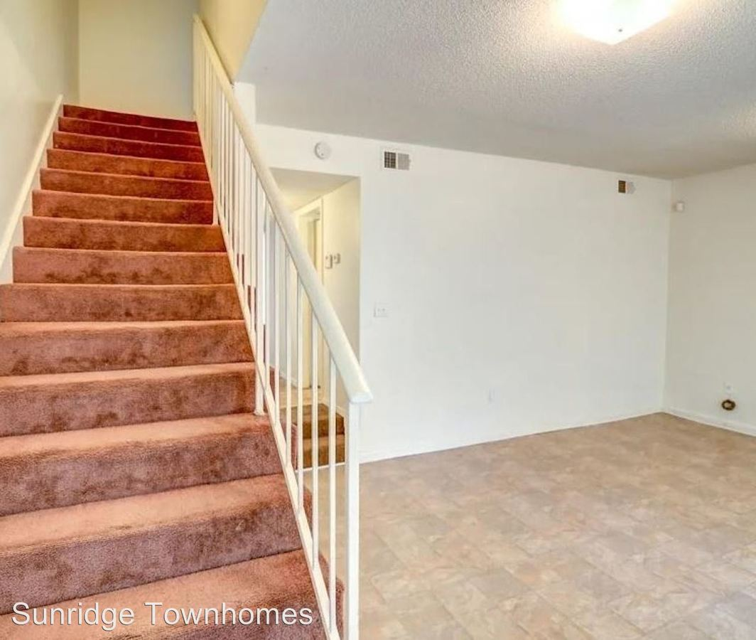 3 Bedrooms 2 Bathrooms Apartment for rent at Sunridge Townhomes in Memphis, TN