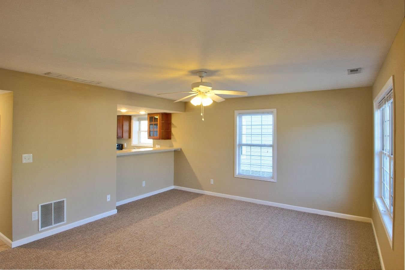 3 Bedrooms 2 Bathrooms Apartment for rent at Meadowcreek Neighborhood in Bloomington, IN