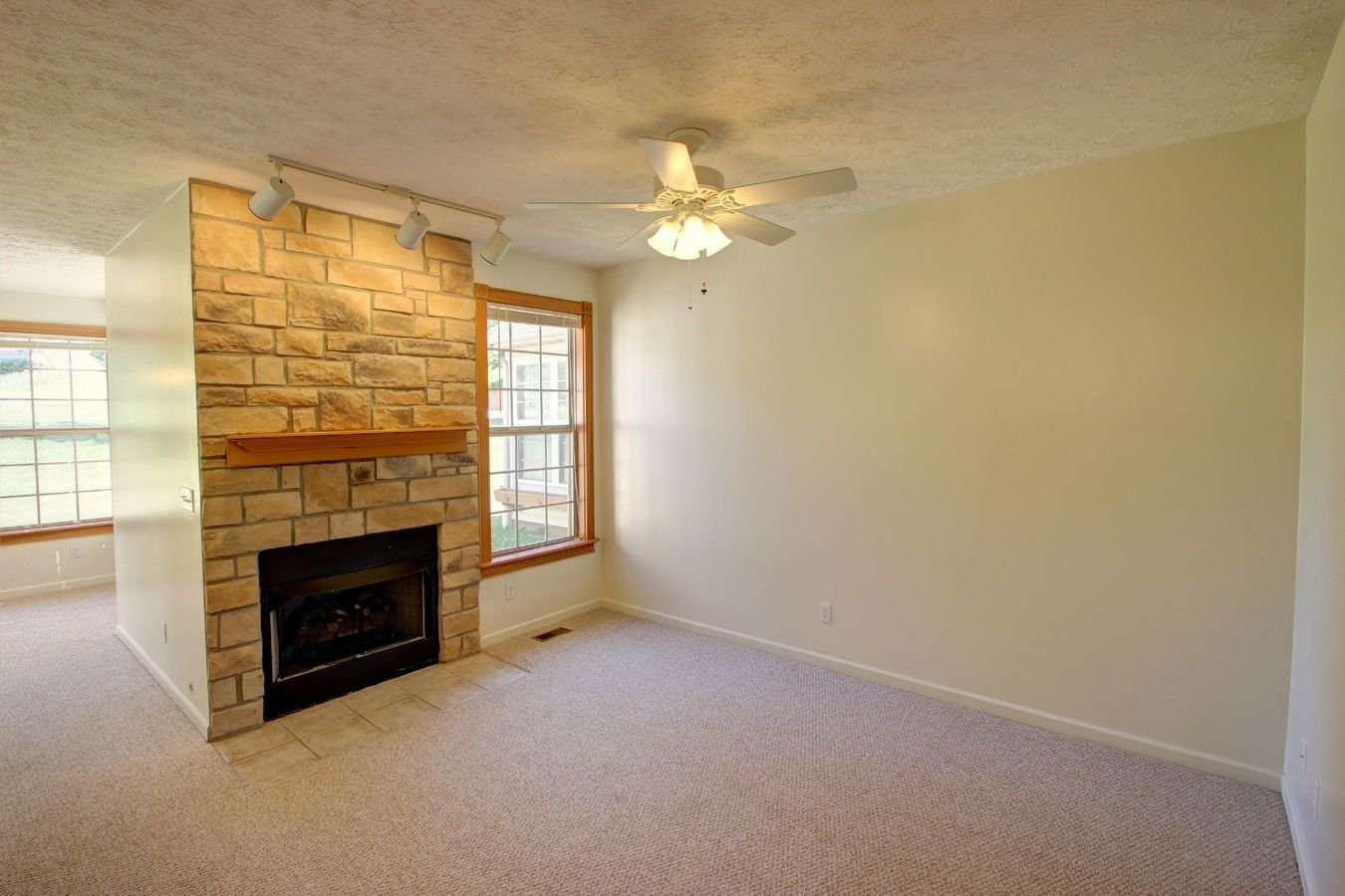 3 Bedrooms 2 Bathrooms Apartment for rent at Meadowcreek Neighborhood in Bloomington, IN