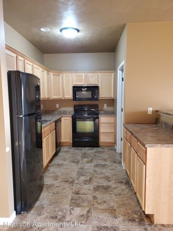 2 Bedrooms 1 Bathroom Apartment for rent at 1105-1107-1109-1111 Honeysuckle Dr in Harrisburg, SD