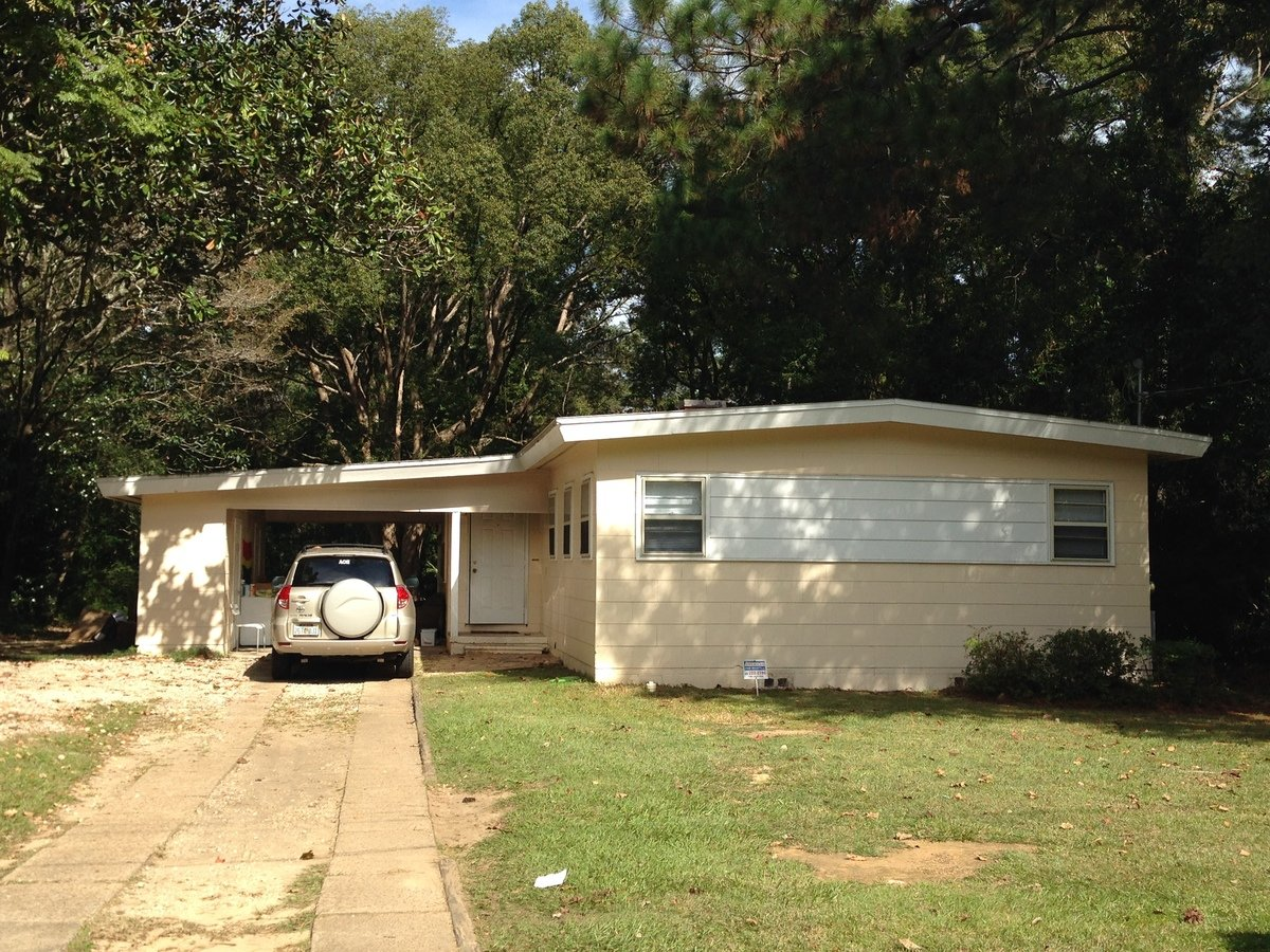 4 Bedrooms 2 Bathrooms House for rent at Jackson Bluff Rd. in Tallahassee, FL
