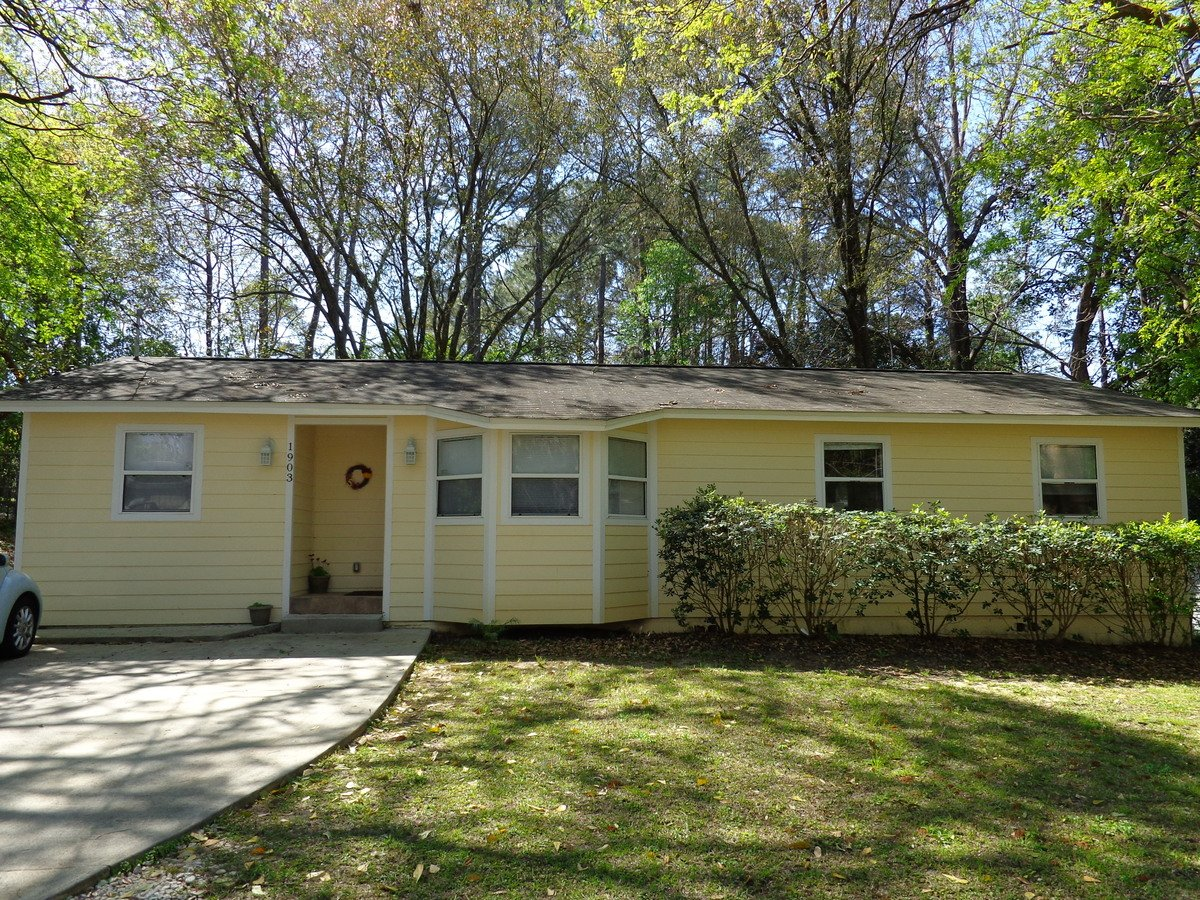 4 Bedrooms 2 Bathrooms House for rent at Karen Ln in Tallahassee, FL