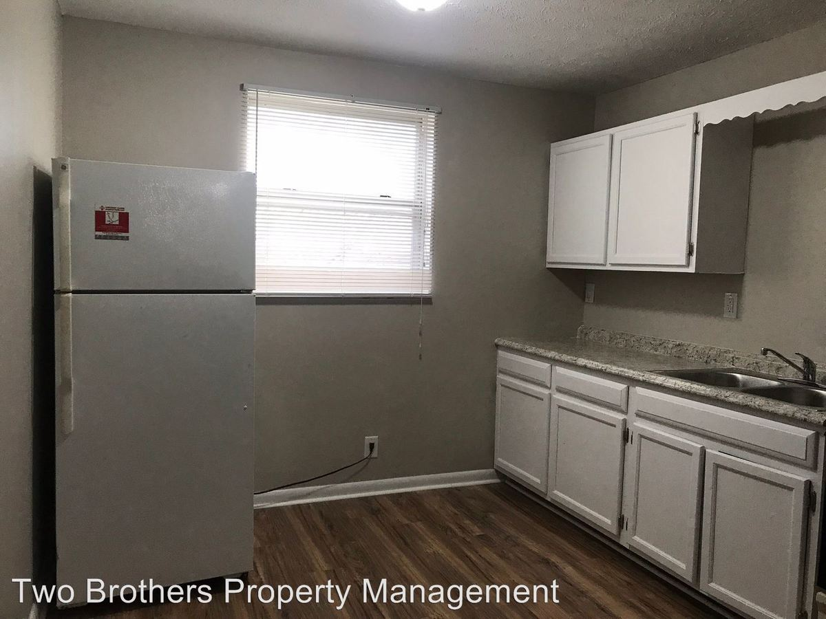 2 Bedrooms 1 Bathroom Apartment for rent at 1722 Coker Ave in Knoxville, TN